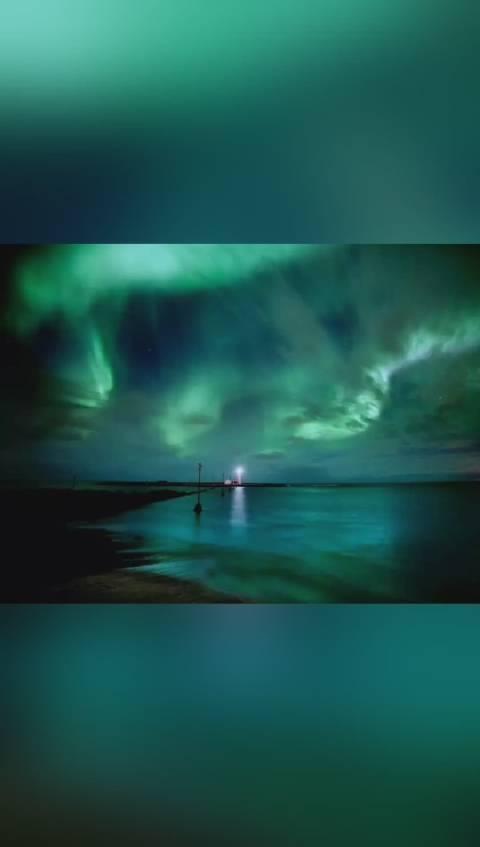到北极旅游,看到了真正的北极光。感受北极冰雪世界壮观的一面