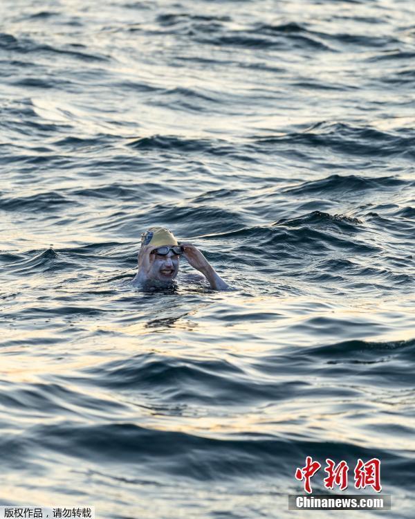勇敢的女战士!抗癌女泳将,4次横渡英吉利海峡!