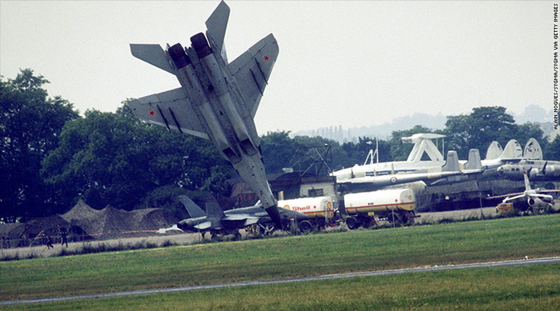 1989巴黎航展科沃丘尔米格-29吸鸟后千钧一发的弹射