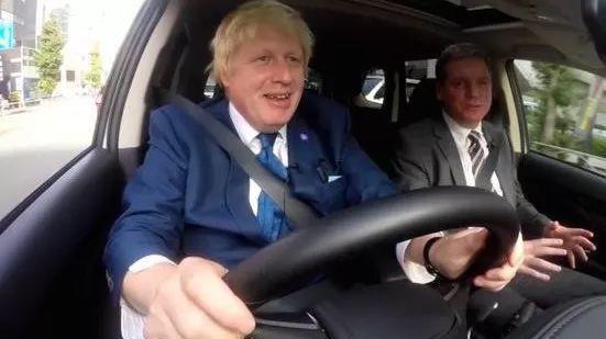 新上任的英国首相,曾经竟然是汽车编辑!