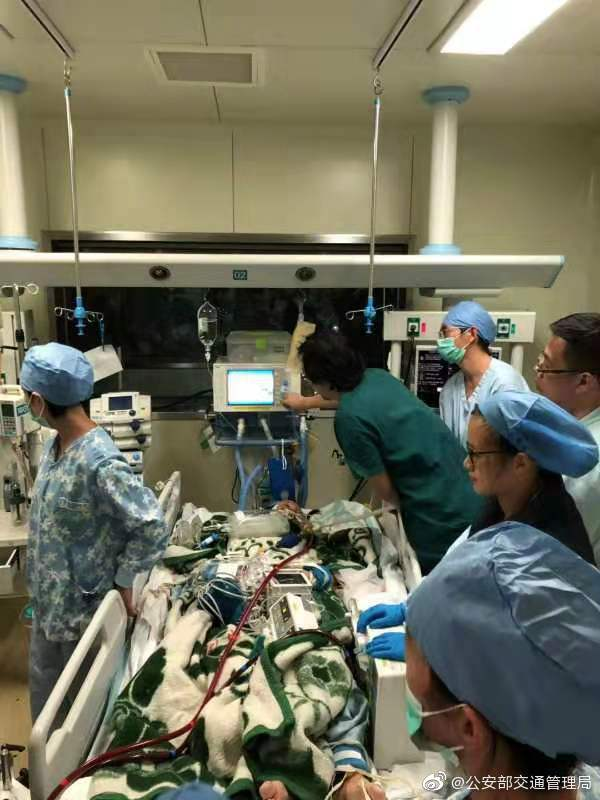 产妇肺衰竭需移植 320多公里路 交警3小时接力护航