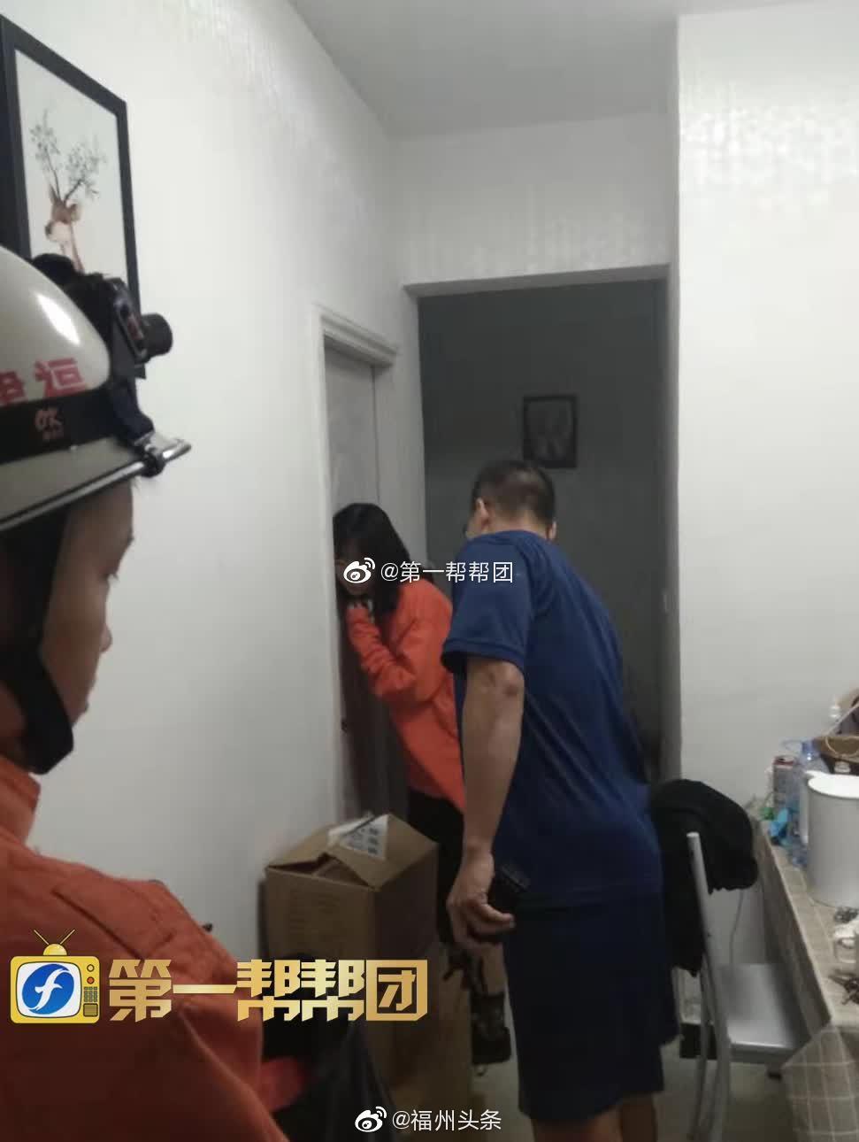 男子因抑郁企图服药自杀 消防员紧急赶往现场救援