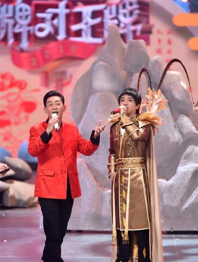 网友公开举报六小龄童违法,王自健转发支持?