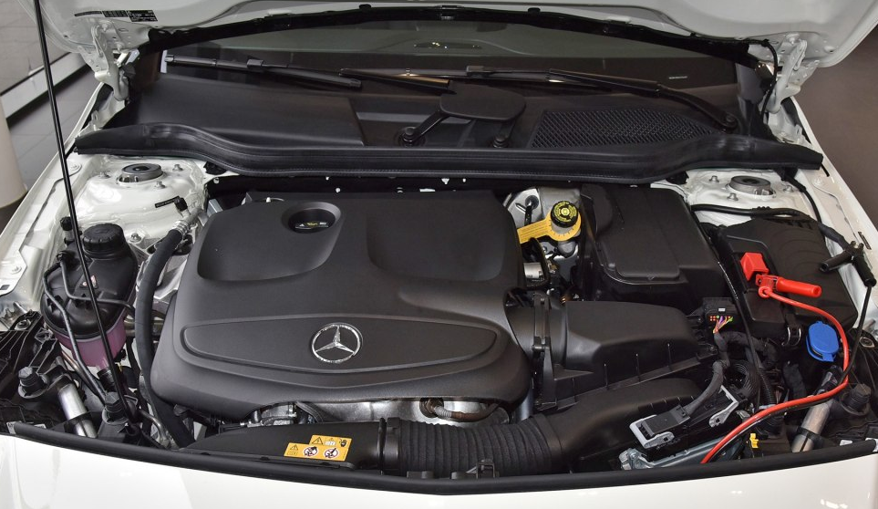 轴距缩短60mm,全新奔驰A级两厢上市,售25.8-78-27.38万