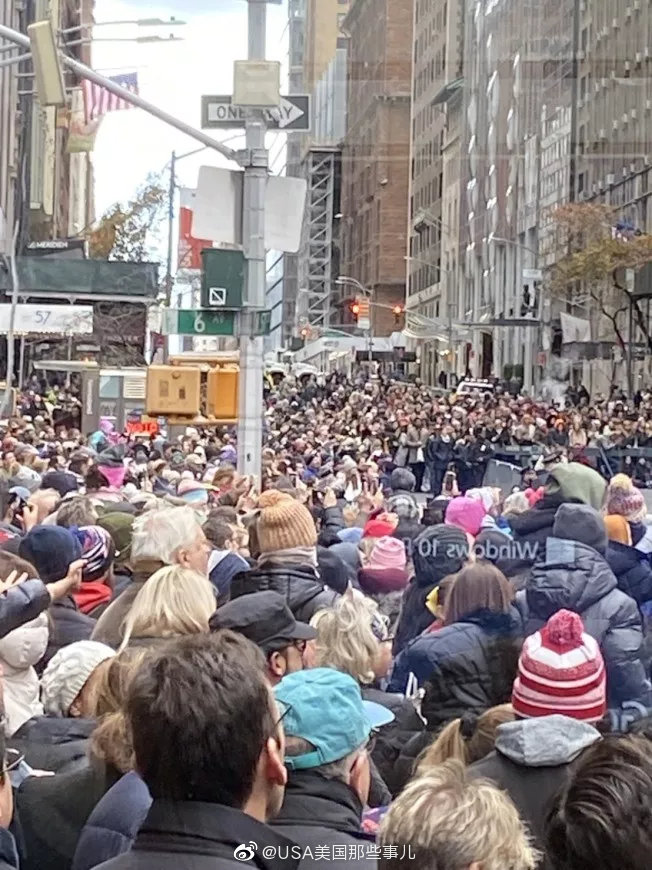 纽约第93届的梅西百货大游行,再来一波图回顾下,人山人海