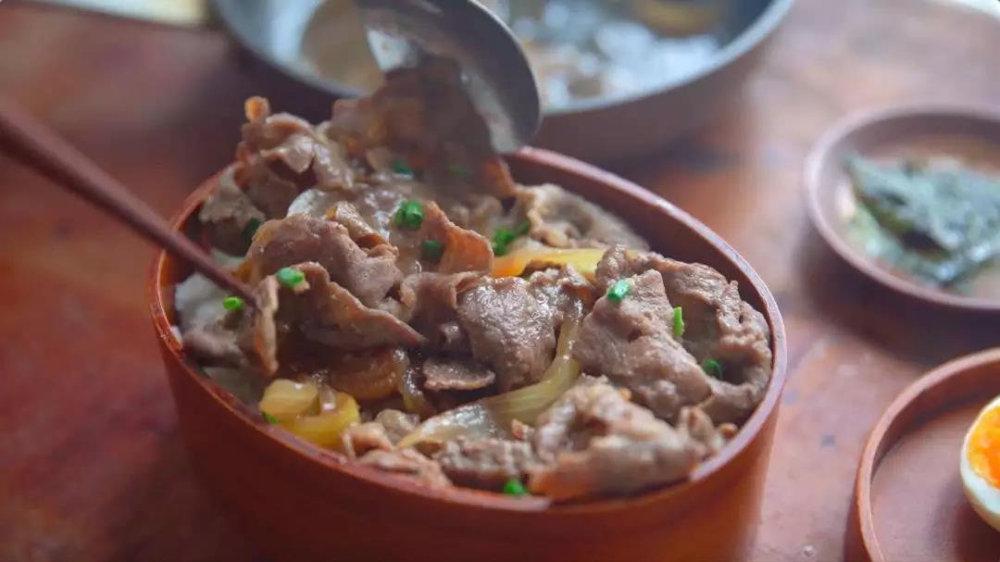 上班族便当   牛丼盖饭,一碗属于日本人的黄焖鸡米饭
