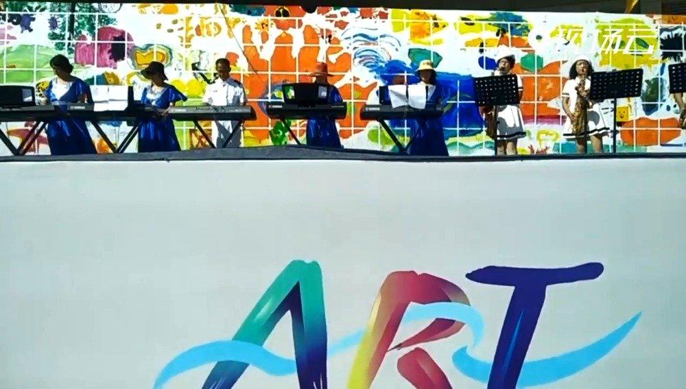 艺博会最后一天,主会场威海国际展览中心依旧精彩不断