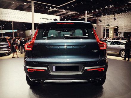 今天我们来聊聊沃尔沃的XC40吧 这台车型上市的时候 大家对于它的售价