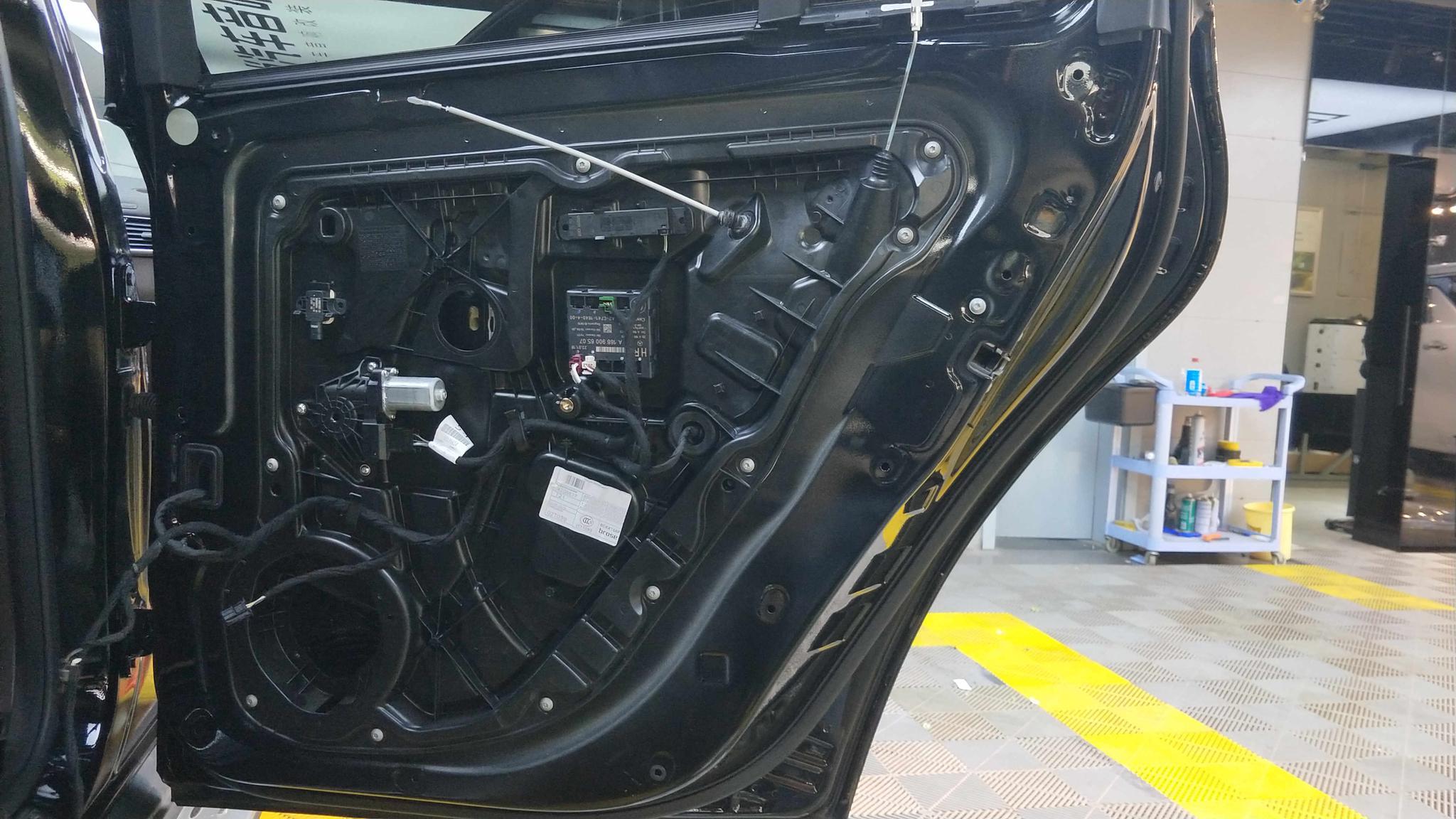 又一位音响发烧友!奔驰GLS400汽车音响改装德国RS贵族两分频
