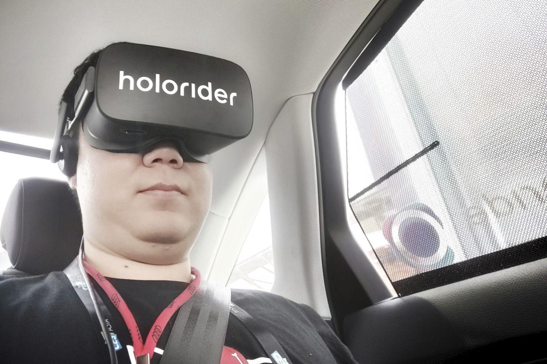 未来出行将不会枯燥 坐奥迪也能玩VR游戏