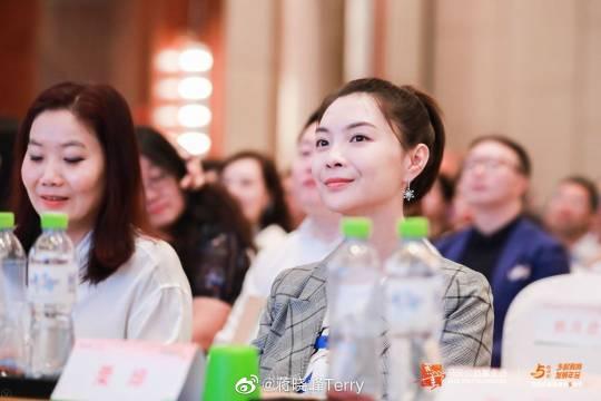 获奖老师王丽萍带领全场吟诵《诗经》与《百家姓》,汉字好看