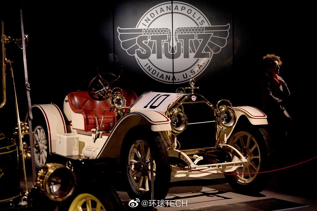 """近日,拉脱维亚里加汽车博物馆举行""""车库""""展览"""