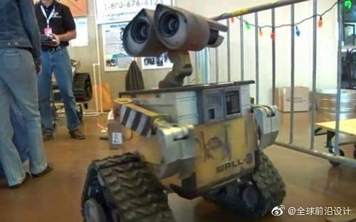 国外牛人耗时5年打造真实版瓦力机器人,能动还会说话,太可爱了吧