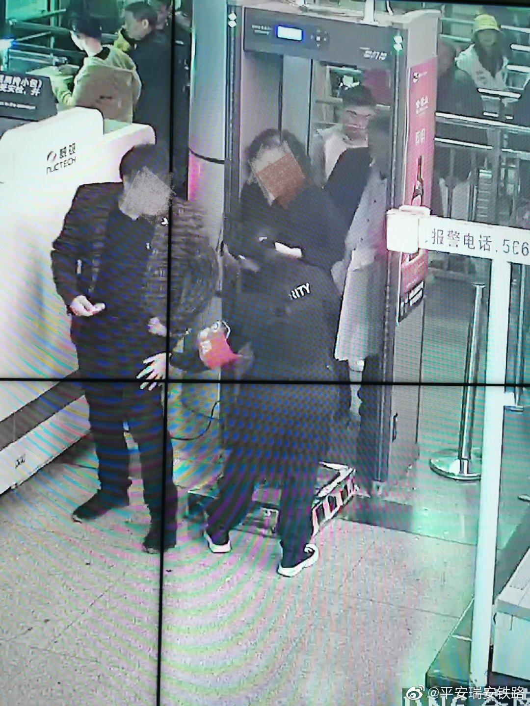 近日下午,一男性旅客打电话找民警求助,称自己过二次安检时