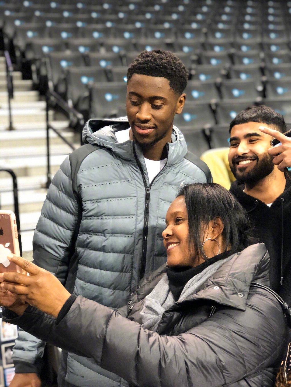 美国时间1月21日晚上,在巴克莱中心举行了篮网季票客户球迷见面会
