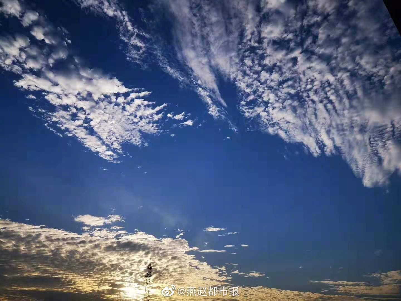 凉风有信,秋月无边。今日处暑,别暑气迎秋凉,秋高气爽