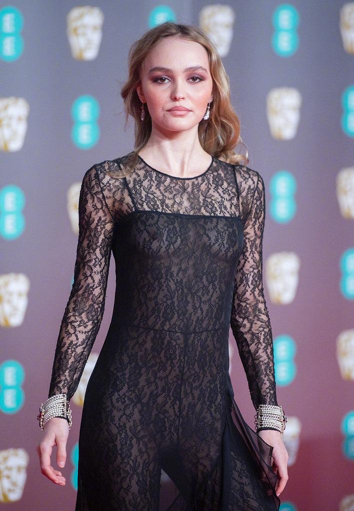 德普女儿Lily Rose亮相73届英国电影学院奖红毯