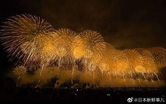 2019年8月2日的长冈祭花火大会15周年特别版,有复兴祈愿焰火凤凰