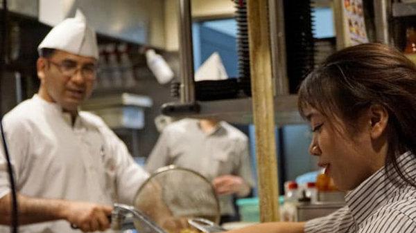日本餐饮业争相招聘打工留学生