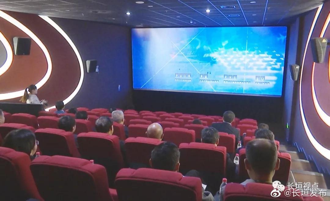 市委理论学习中心组成员集体观看爱国主义教育影片《中国机长》