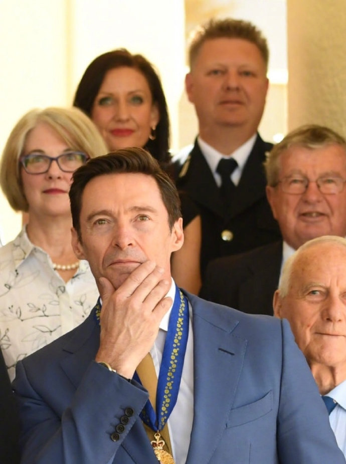 当地时间周五,休·杰克曼在堪培拉政府大厦获授澳大利亚勋章。