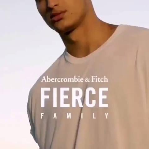 库兹马和abercrombie&Fitch的宣传广告