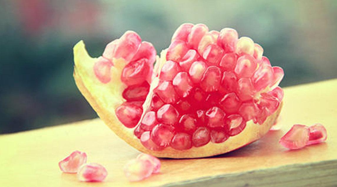 石榴酸甜可口抗氧化 那吃石榴到底要不要吐籽呢  石榴酸甜可口抗氧化