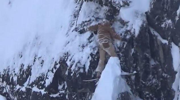 加拿大一名滑雪爱好者被困悬崖 紧紧贴在岩石上不敢动