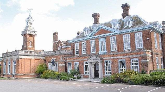 英国一家顶级私立中学员工宿舍搜出大量毒品