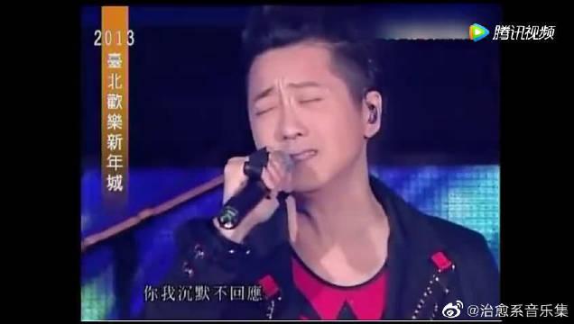 庾澄庆谱曲的这首《春泥》记录了伊能静和庾澄庆甜蜜的爱情