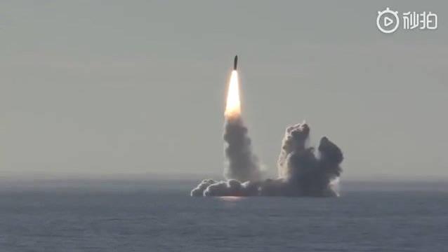 巨浪发射的壮观场面。四发连射,多弹头分头制导洲际导弹