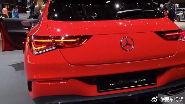 视频:搭载2.0升引擎动力十足,全新奔驰CLA250进口四门轿跑车