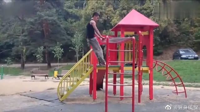 励志!俄罗斯小伙坚持健身一年,从弱不禁风变八块腹肌