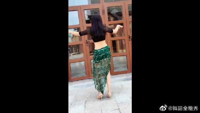 这胯太有力了,水蛇腰的美女跳舞精彩好看!