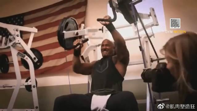 巨石道恩·强森日常健身训练,健身激励视频,撸铁!走起来