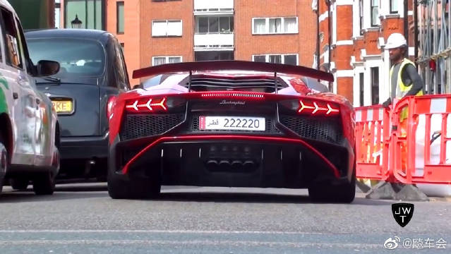 兰博基尼Aventador (SV)入侵伦敦!!这声浪真的是刺激啊!