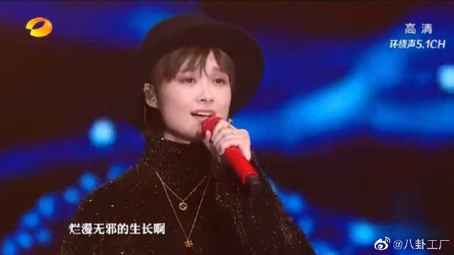 2020湖南春晚:李宇春携厦门六中学生合唱《给女孩》超级好听