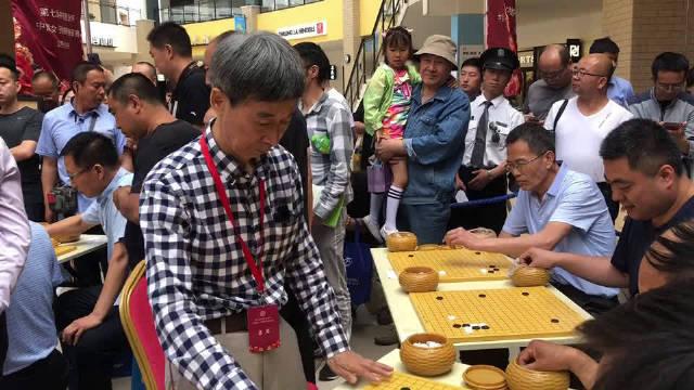 王汝南在下指导棋