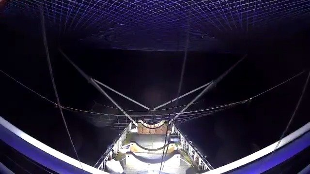 SpaceX整流罩首次成功回收画面,被树小姐接住了,视频来自SpaceX