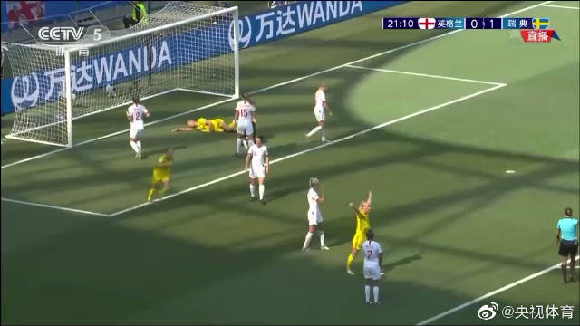 今日最佳团队配合来自瑞典女足的姑娘们。雅各布松接队友传球