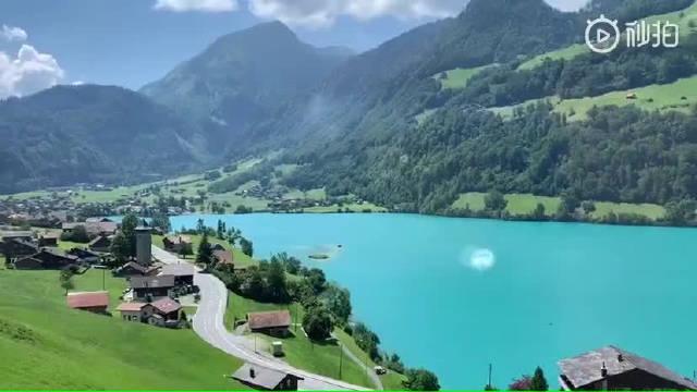 绿水青山!瑞士因特拉肯东侧的布里恩茨湖,因为颜色特殊
