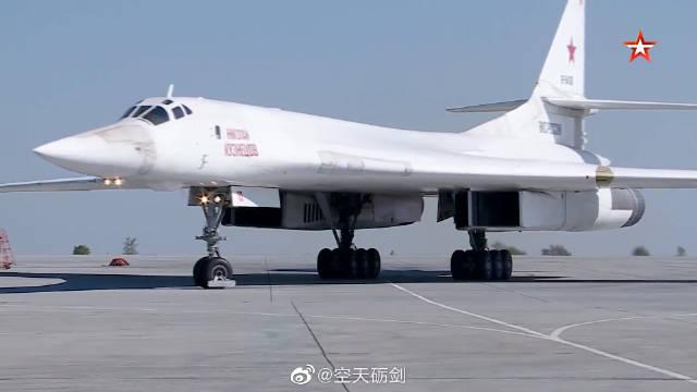 俄空天军图-160和图-95MS战略轰炸机参加演习