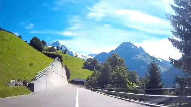 阿尔卑斯山脚下的瑞士小镇格林德瓦 Grindelwald,这是真实存在的嘛