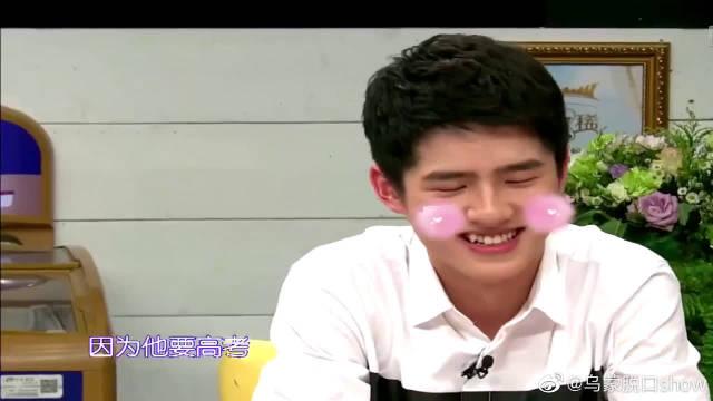 刘昊然真是个努力的孩子,部队里仍坚持做高考题,太不容易了!