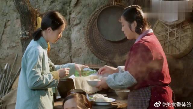 孙菲菲上家里吃饭,柿红故意使坏,往她的凉皮里狂放盐!
