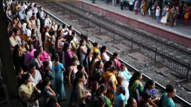 孟买女士专用火车车厢,我觉得在国内也可以效仿啊