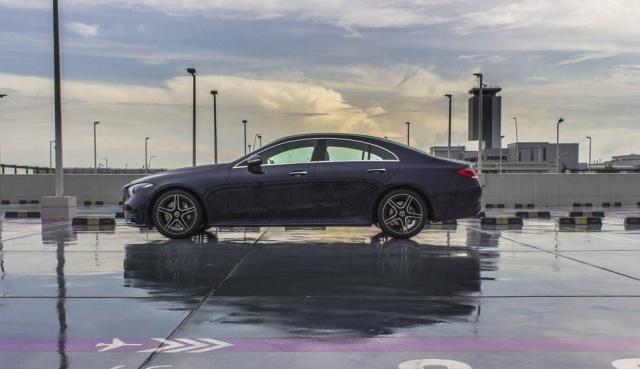 试驾点评一下梅赛德斯疾驰CLS 350整体驾乘感应熏染终究如何