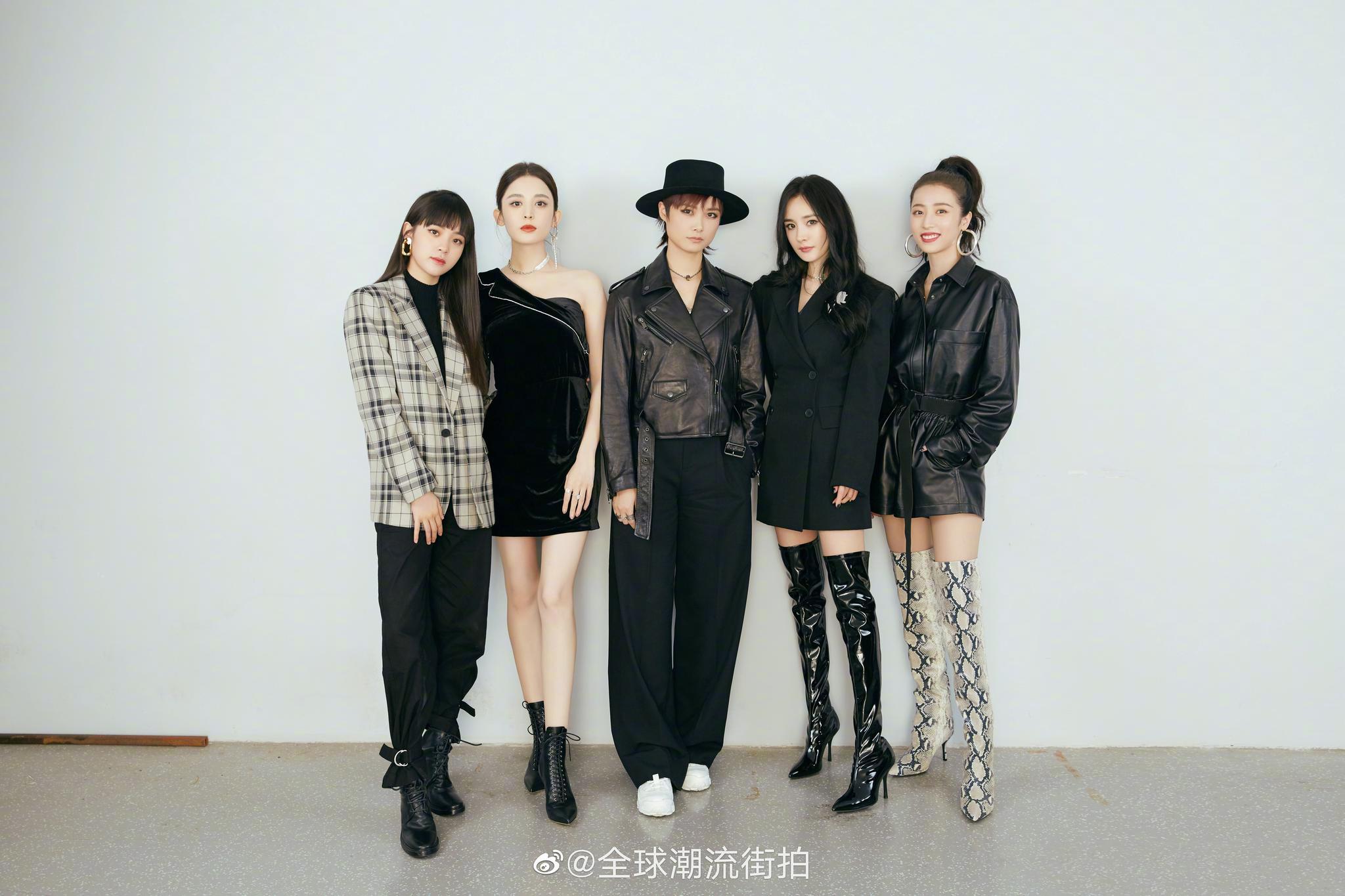 欧阳娜娜、古力娜扎、李宇春、杨幂、周雨彤出席时尚活动
