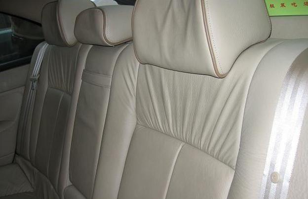 标致607让你爱上开车,开起来很舒服,可以买台自己开
