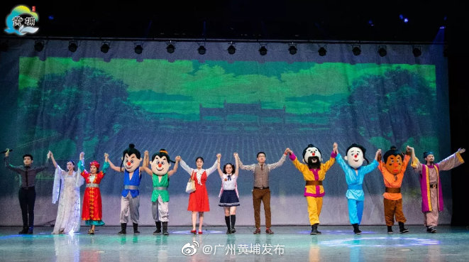 10月10日晚,大型亲子舞台剧《菠萝蜜奇遇记》再次在黄埔区精彩上演